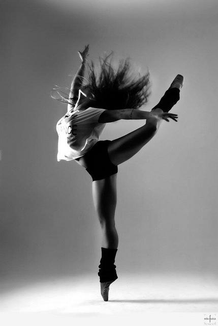 jazzdance-black-and-white-dance-dancer-dancing-Favim.com-363557